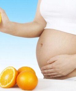 Vitamin C được coi là an toàn cho bà bầu. Tuy nhiên ở liều cao nó có thể có tác dụng có hại đối với thai nhi